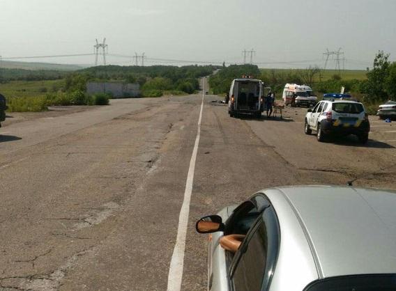 В Донецкой области в результате ДТП погибли трое людей, еще 7 пострадали
