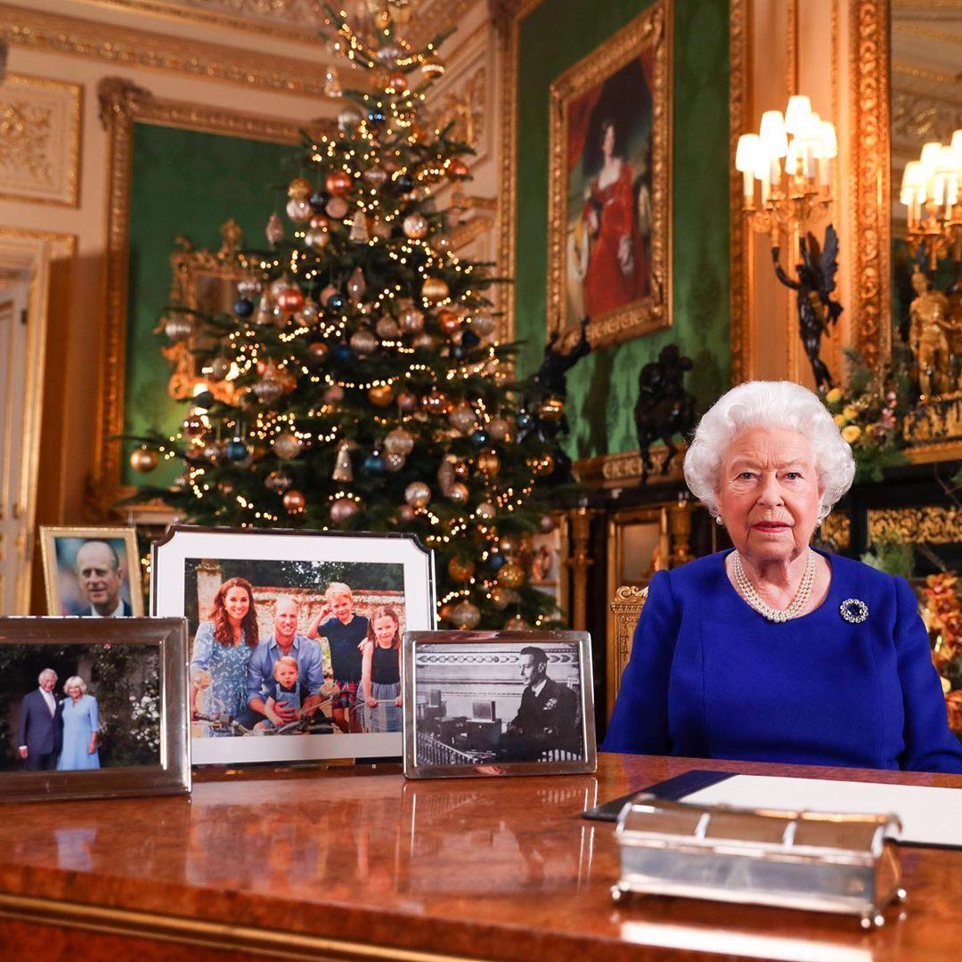 """Елизавета II запретила Меган Маркл и принцу Гарри использовать имя """"герцогов Сассекских"""", разрушив их бизнес-планы"""