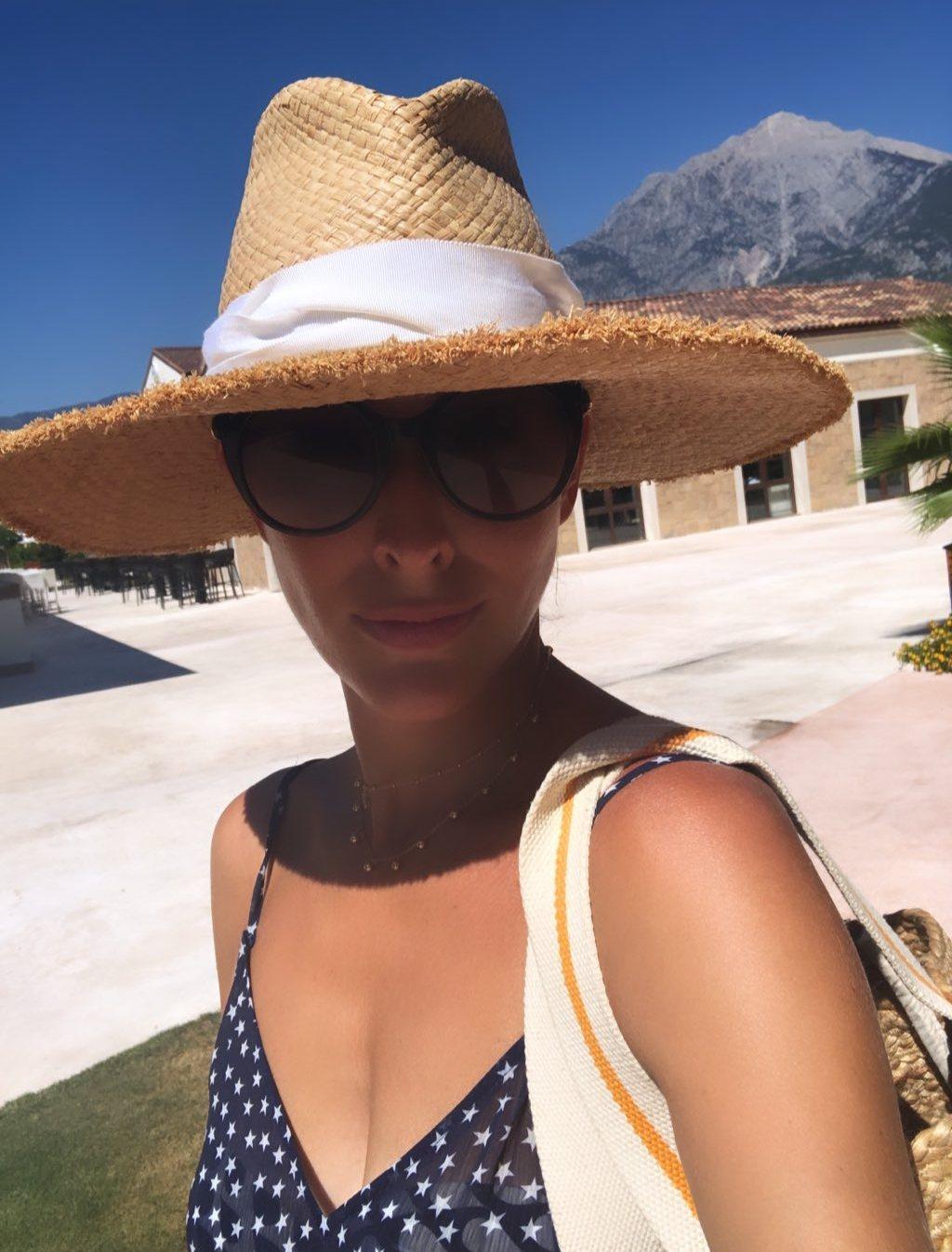 Життя в синіх барвах: Катя Осадча надихнула ультрастильным образом з Туреччини