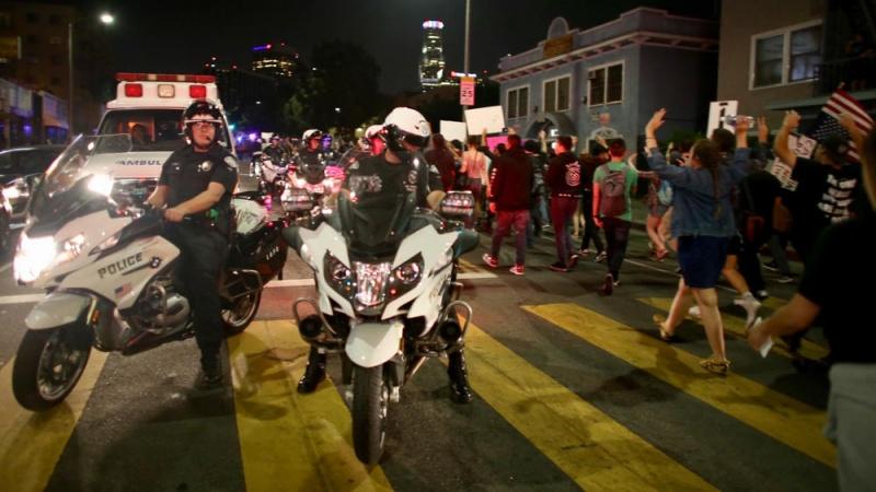 ВЛос-Анджелесе арестовали 150 участников акции протеста против Трампа
