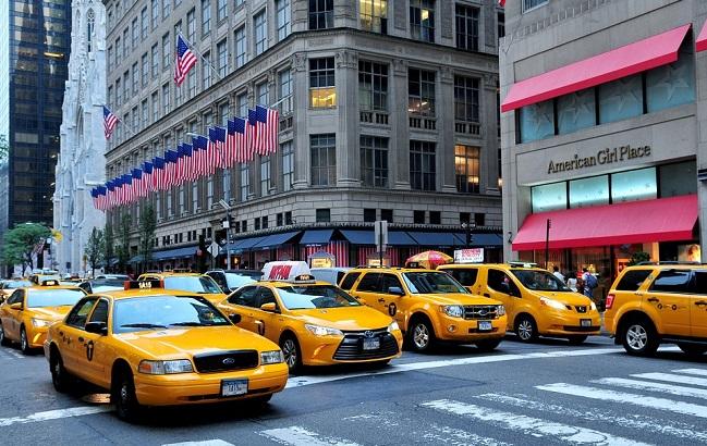 13 серпня 1907 року в Нью-Йорку з'явилося таксі