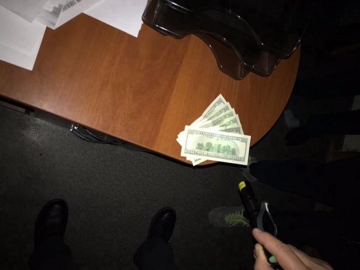 СБУ викрила на хабарі головного інспектора митного поста