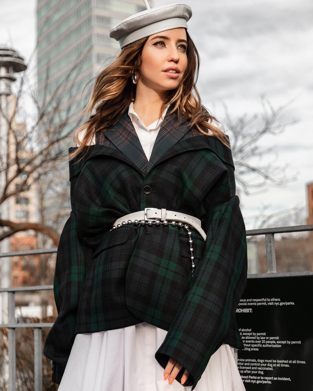 """""""Вагітна?"""": стильна Дорофєєва на Тижні моди в Нью-Йорку викликала фурор в мережі"""