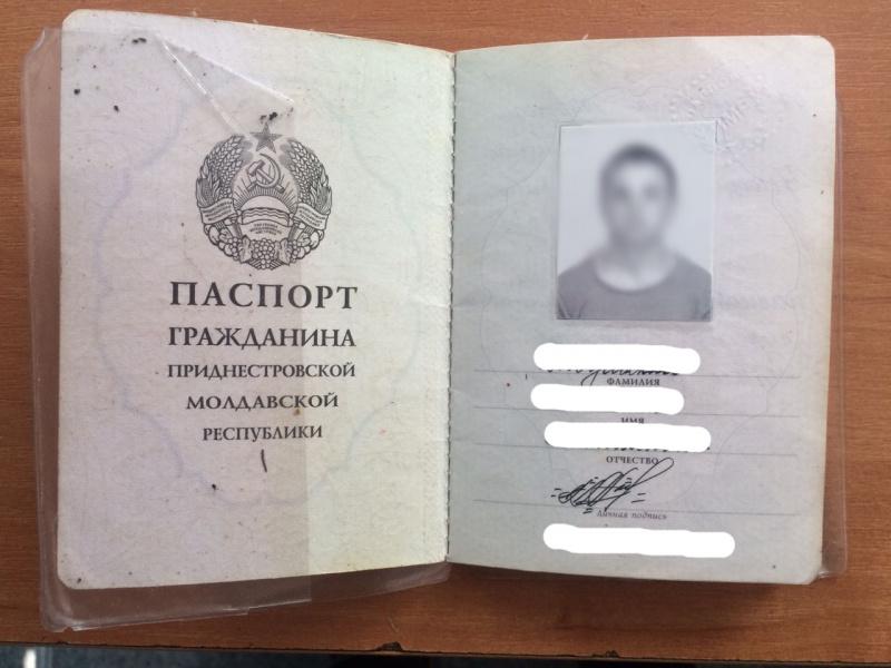 В Украинское государство непустили молдаванина сатрибутикой РФ и«паспортом» непризнанного Приднестровья