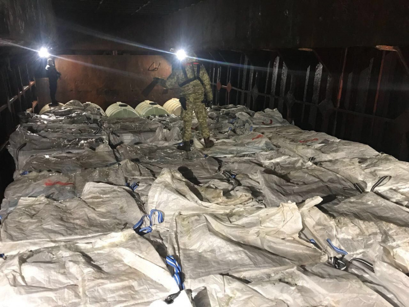 Инцидент вЧерном море: размещено видео задержания иностранного судна сконтрабандой