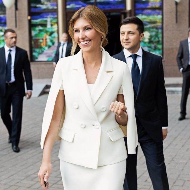 В кюлотах и кедах: Елена Зеленская покорила Брюссель стильным нарядом