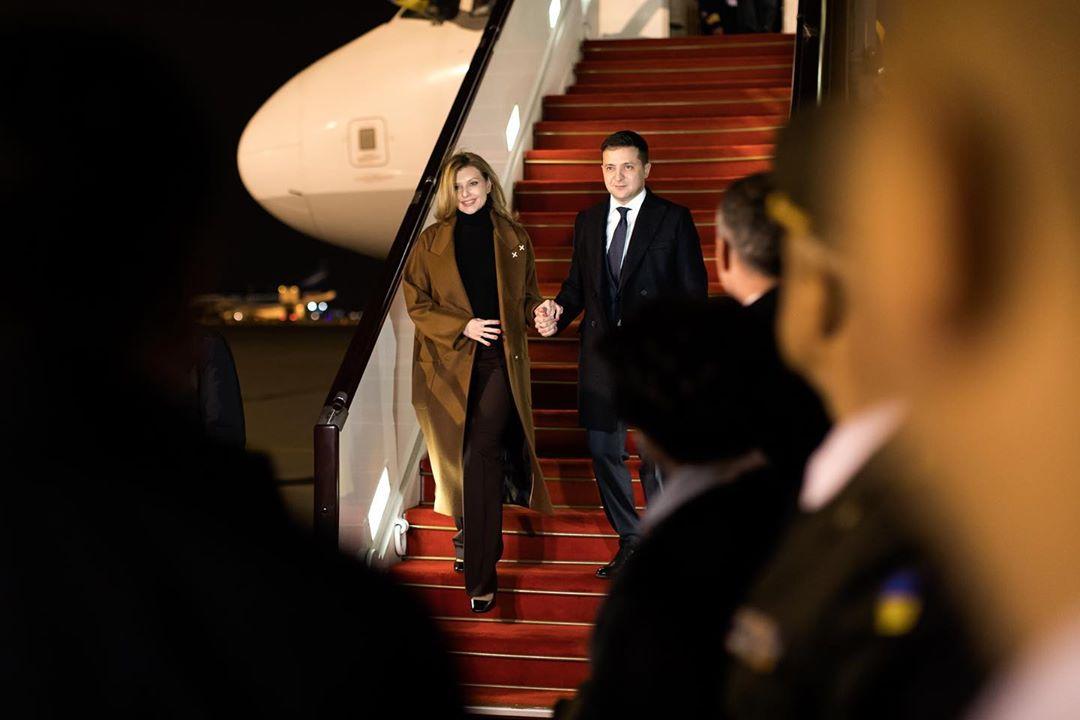 Елена Зеленская в Баку показала, как нескучно носить классику этой зимы