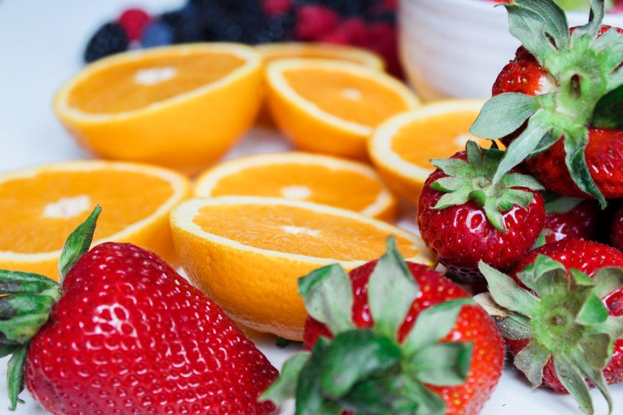 Вітамінна бомба: дієтолог розповіла, як правильно їсти фрукти