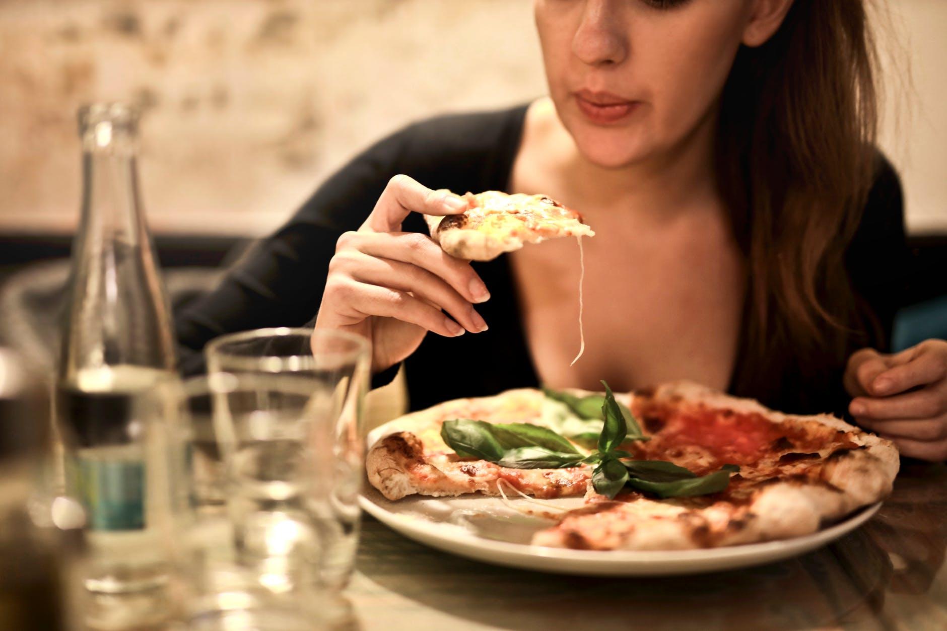 Типы нарушения пищевого поведения: эксперт назвала важные отличия