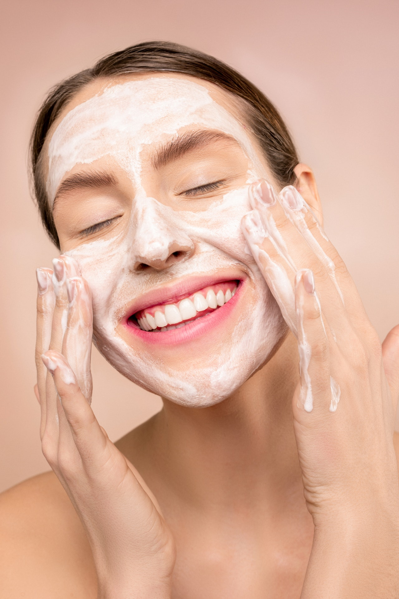 Догляд за шкірою обличчя влітку: 5 золотих правил
