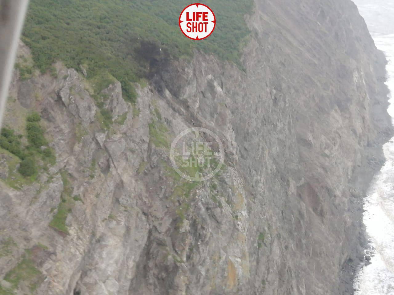 З'явилося перше фото з місця аварії пасажирського літака Ан-26