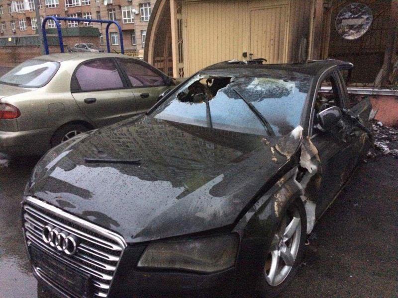 Ночью вКиеве взорвался припаркованный автомобиль
