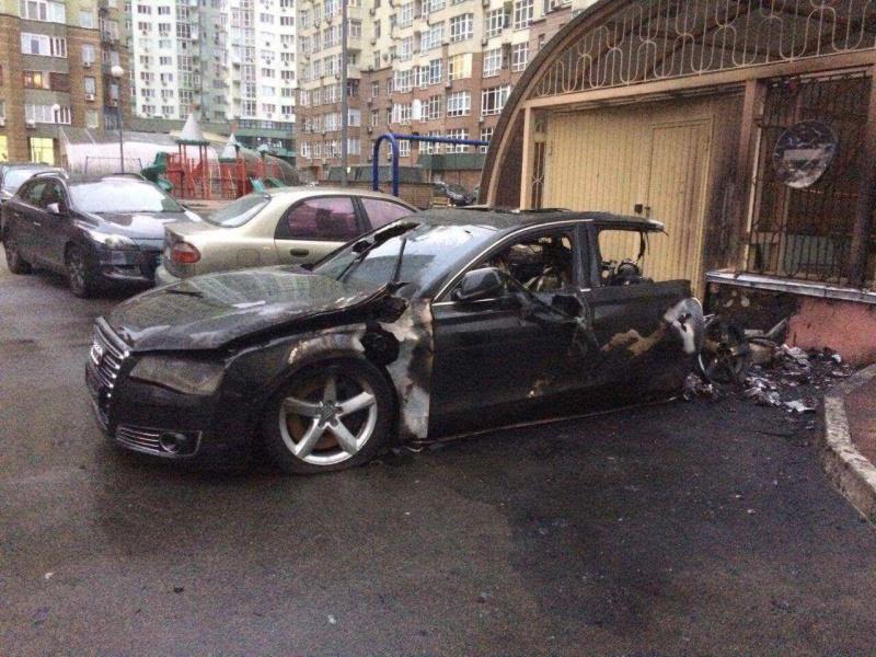 Сгорел автомобиль водителя экс-министра инфраструктуры Пивоварского