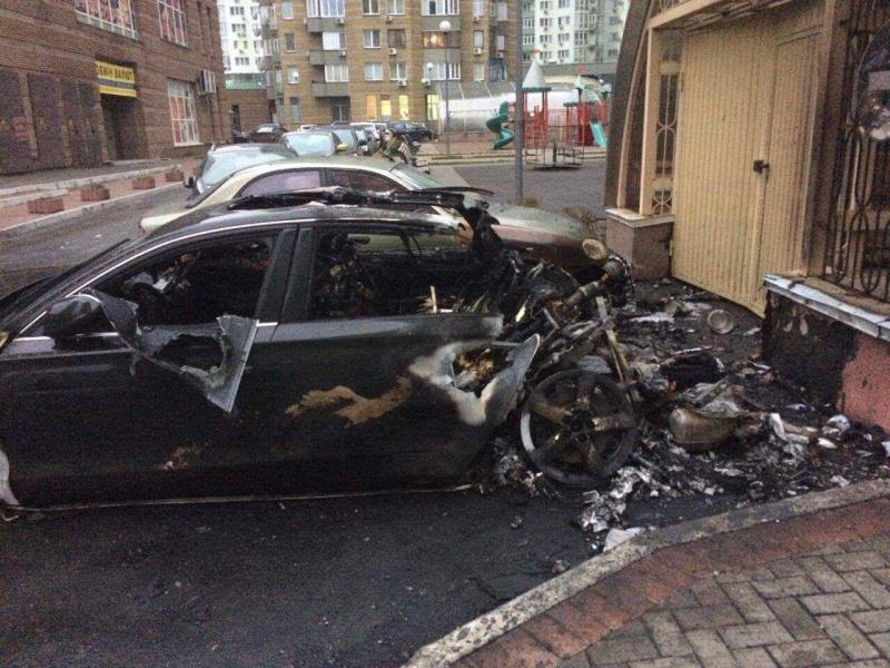 Новый взрыв вКиеве: сгорел автомобиль Ауди