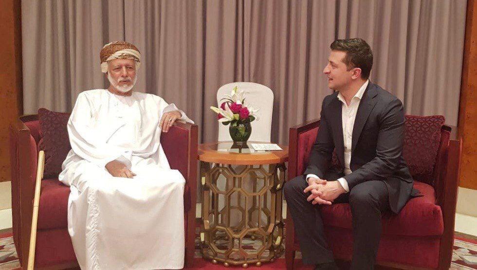 Появились новые фото Зеленского из Омана: не отдыхал