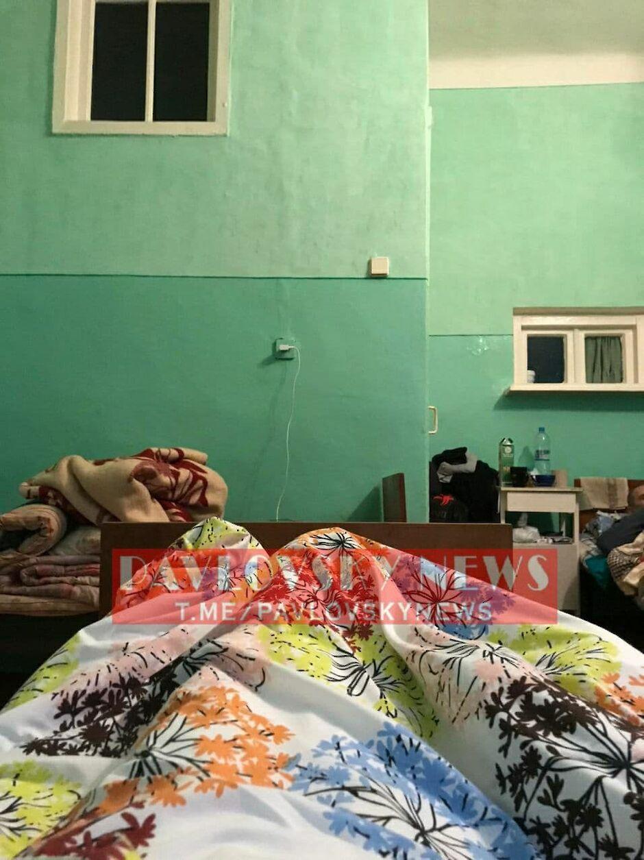 Холодная палата и ширма вместо гардеробной: пациент с COVID-19 шокировал условиями больницы Конотопа (фото, видео)