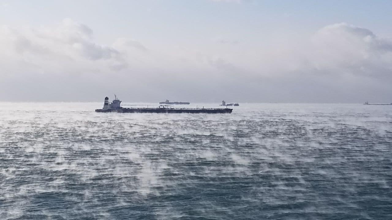 """В Одессе в -14 градусов """"закипело"""" море: видео захватывающего природного явления"""