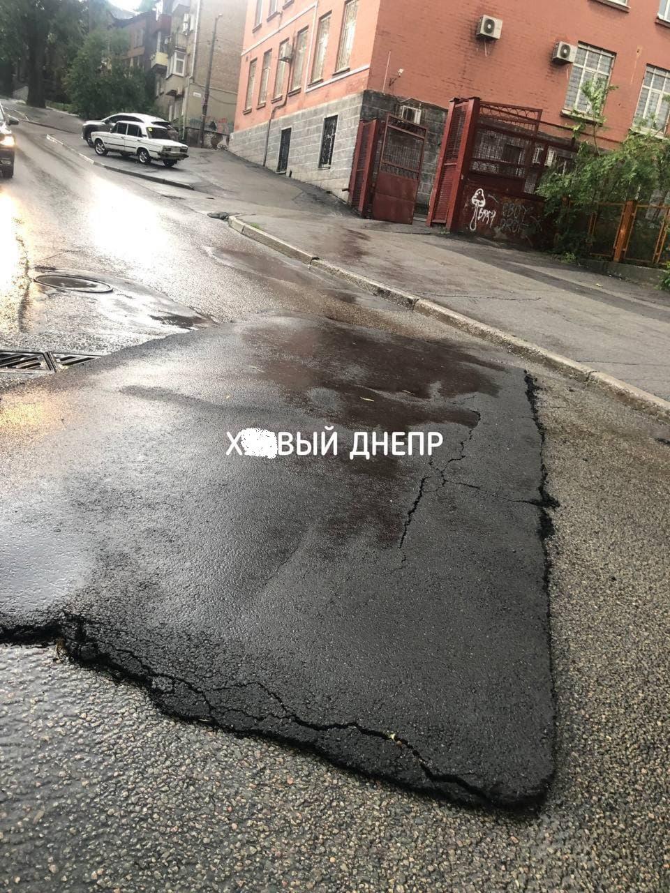 Сильная гроза наделала беды в Днепре: видео последствий непогоды