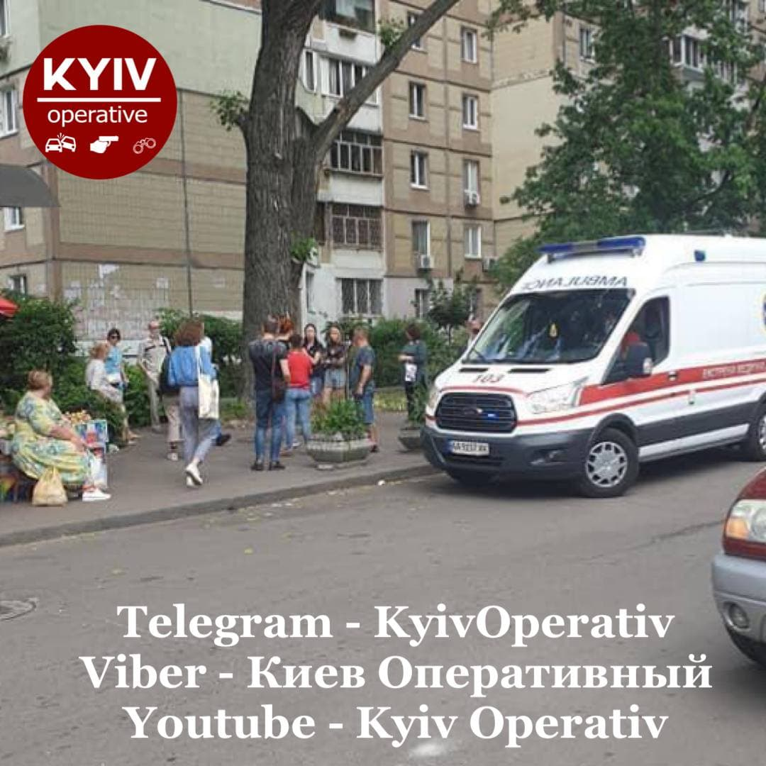Пока отец спал: в Киеве двухлетний ребенок выпал из окна 7 этажа (фото)