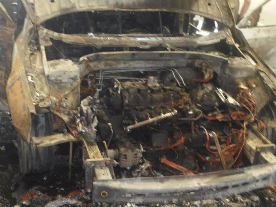 """Були проблеми із документами: на українському кордоні чоловік спалив свою """"євробляху"""" і намагався втекти (відео)"""