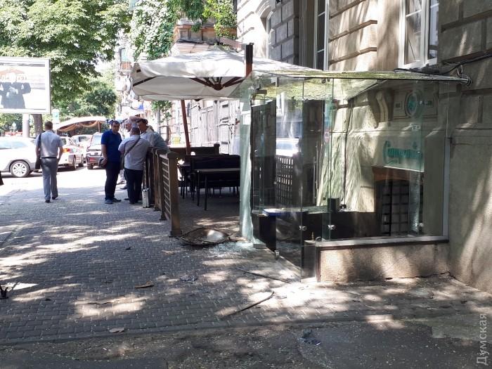Вцентре Одессы взорвался автомобиль