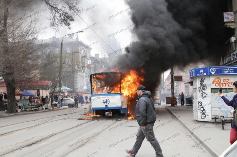 Наостановке вЗапорожье зажегся трамвай