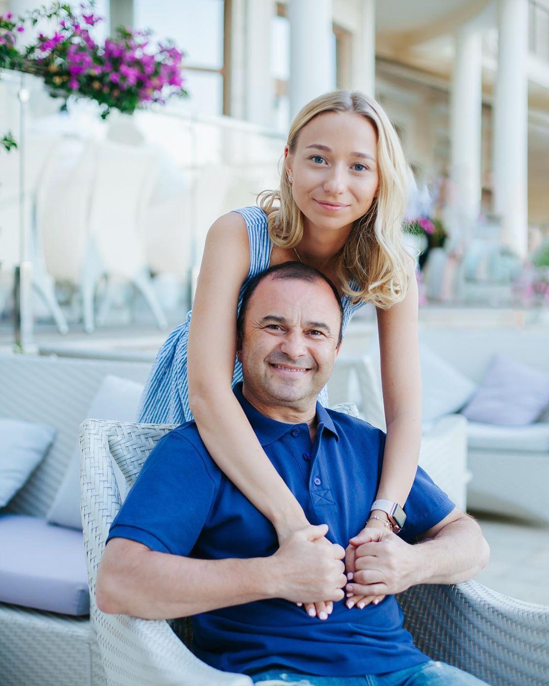Юная возлюбленная Виктора Павлика поделилась романтическим фото с певцом