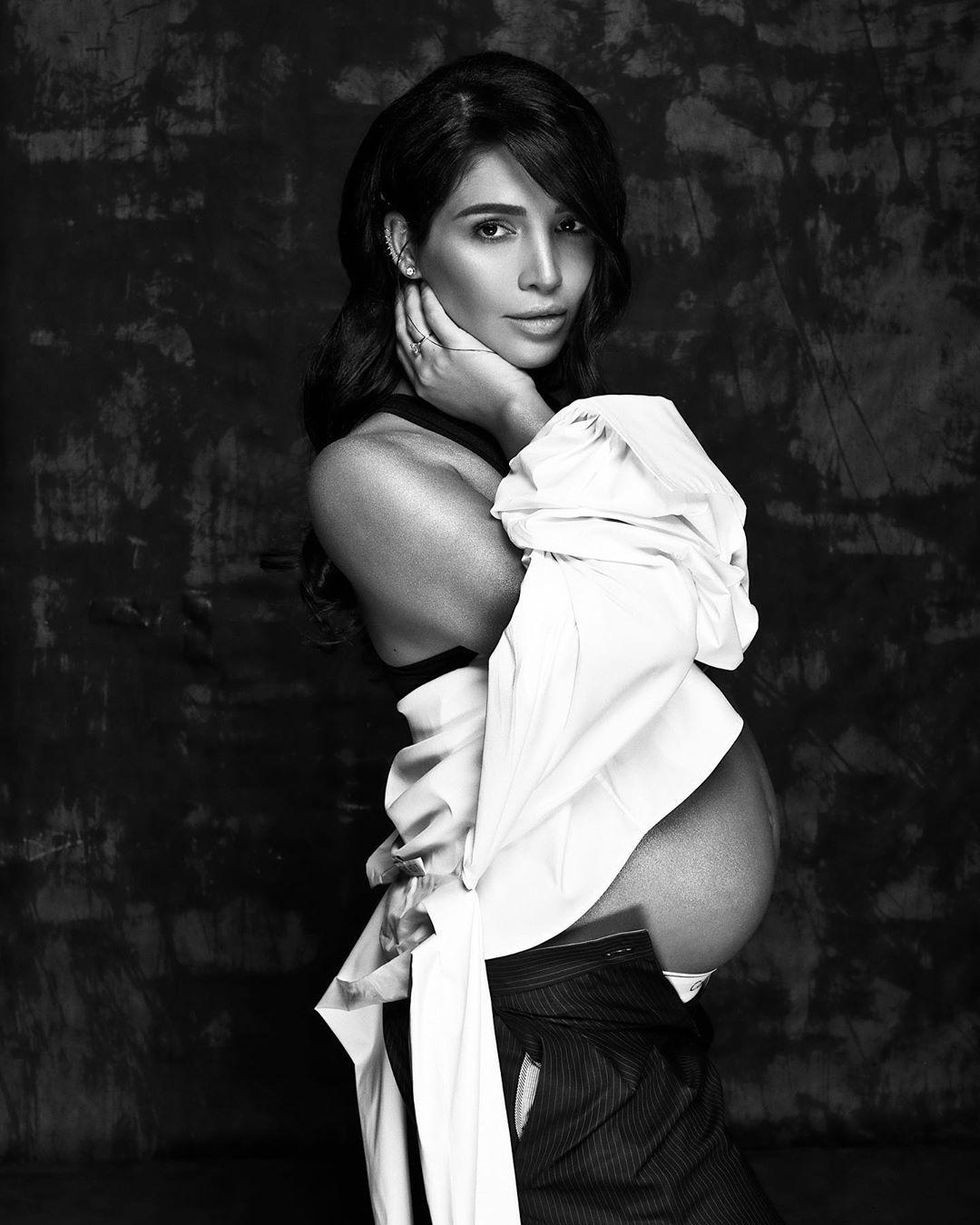 Санта Димопулос объявила о второй беременности и показала округлившийся живот