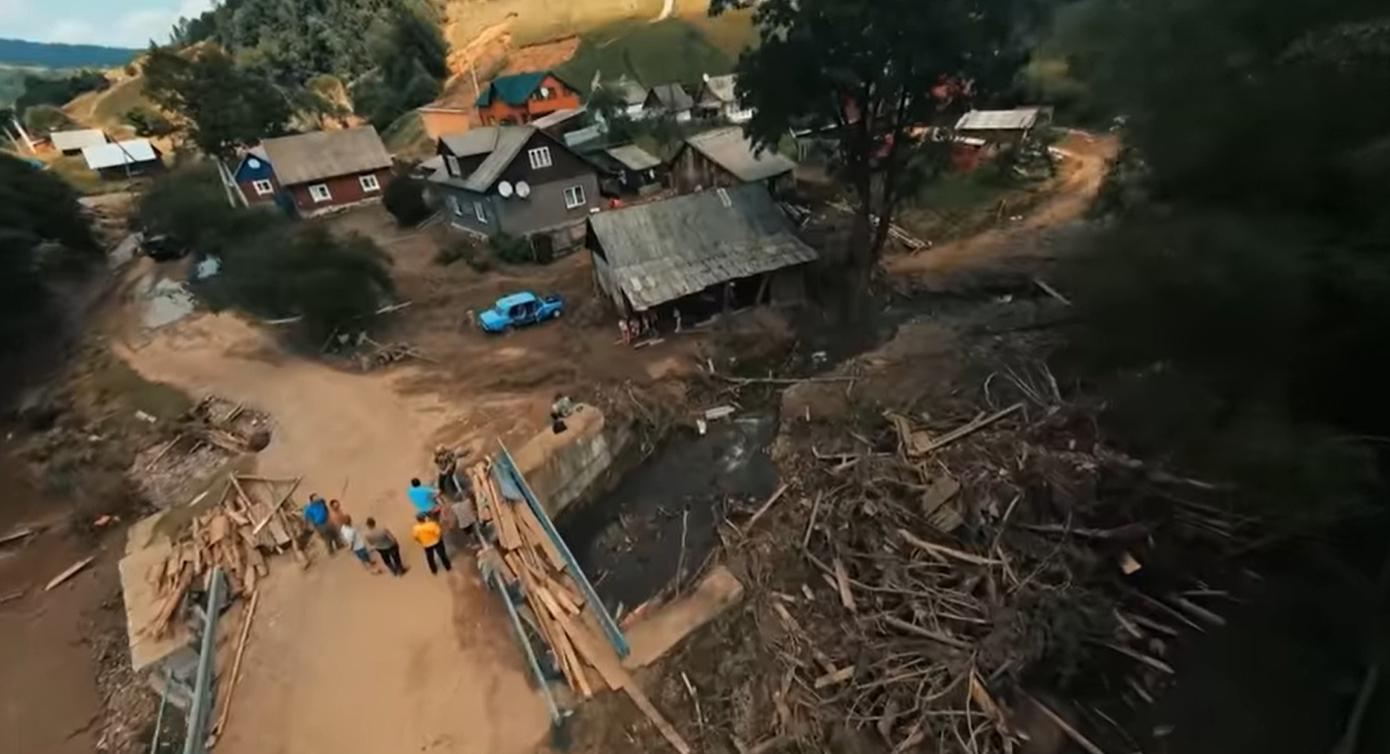 """""""У цих очах немає страху"""": на Закарпатті дівчинка врятувала чотирьох дітей від повені"""