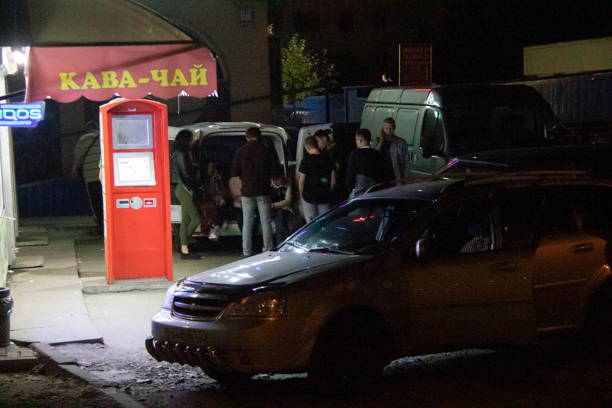 У Києві закривавлений чоловік стріляв по натовпу: усі подробиці