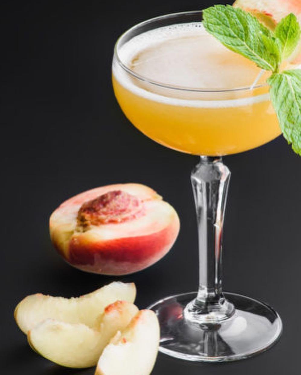 Ідеальний аперитив: три рецепти коктейлів на основі шампанського