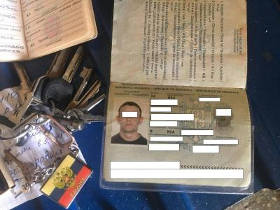 Таможенники  непустили молдаванина с«документами» Приднестровья иатрибутикойРФ