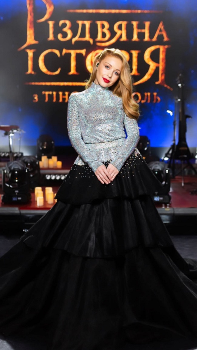 Тина Кароль в платье от бренда GUDU