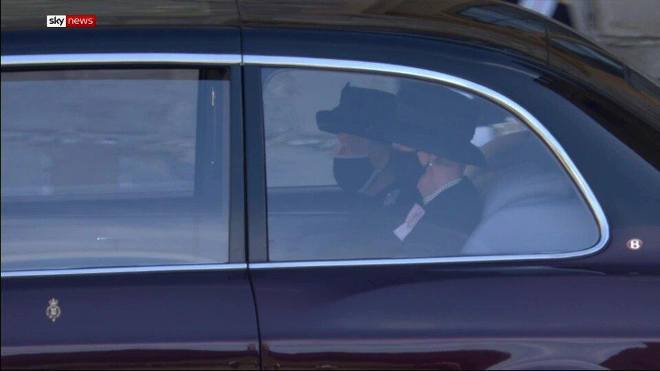 Єлизавета ІІ на похоронах Філіпа: такою сумною її ще не бачили (фото)