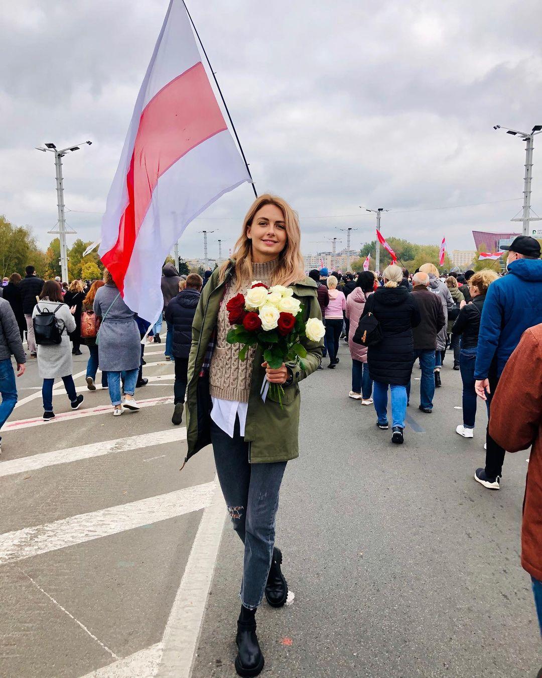 Не щадять нікого: в Мінську силовики затримали десятки жінок, включаючи екс-Міс Білорусь