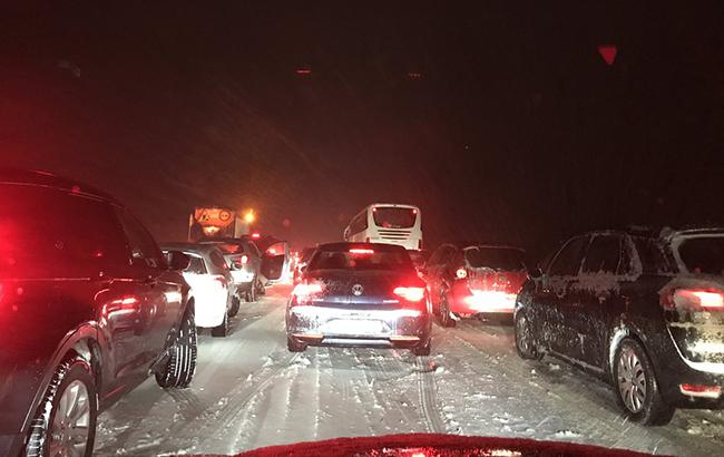 Снегопад вИспании: вавтомобилях заблокированы тысячи водителей