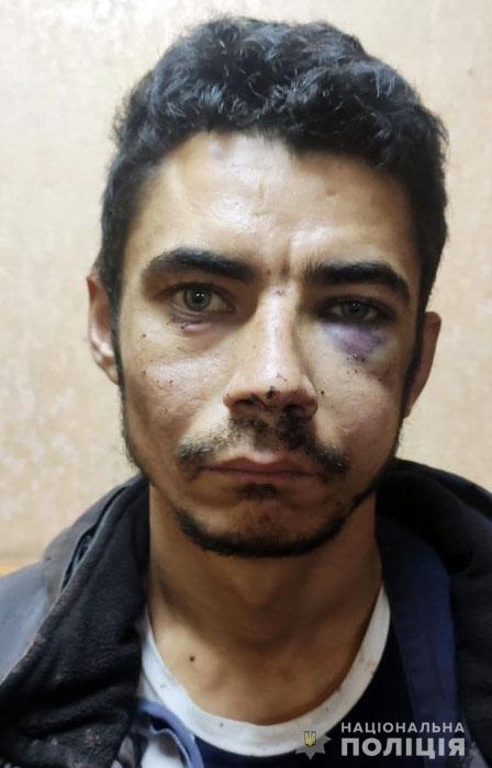 У Маріуполі з психлікарні втік небезпечний пацієнт, який захопив заручників у банку (фото)