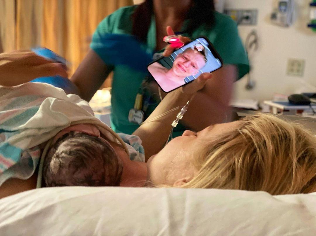 Зірковий бебі-бум: відразу дві українські знаменитості вперше стали мамами (фото)