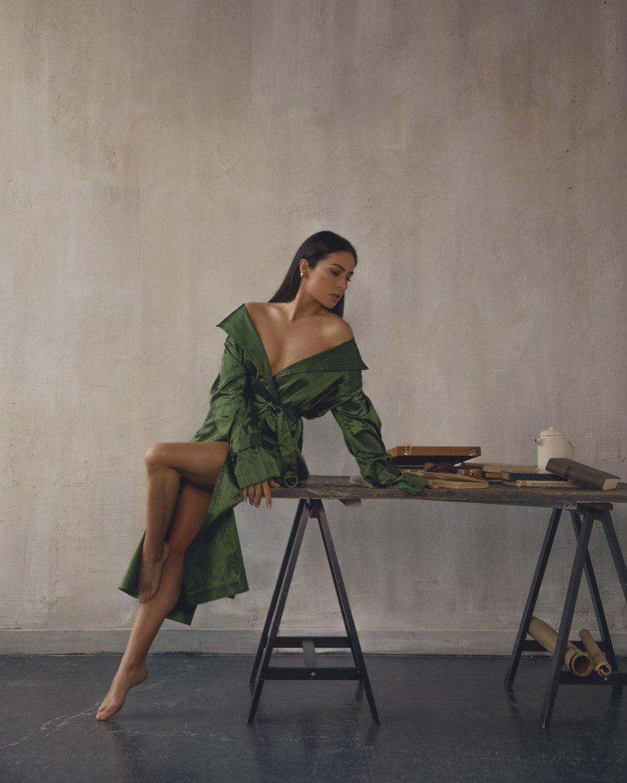 """""""Розкішна"""": Злата Огневич в ефектному вбранні засвітила стрункі ніжки"""