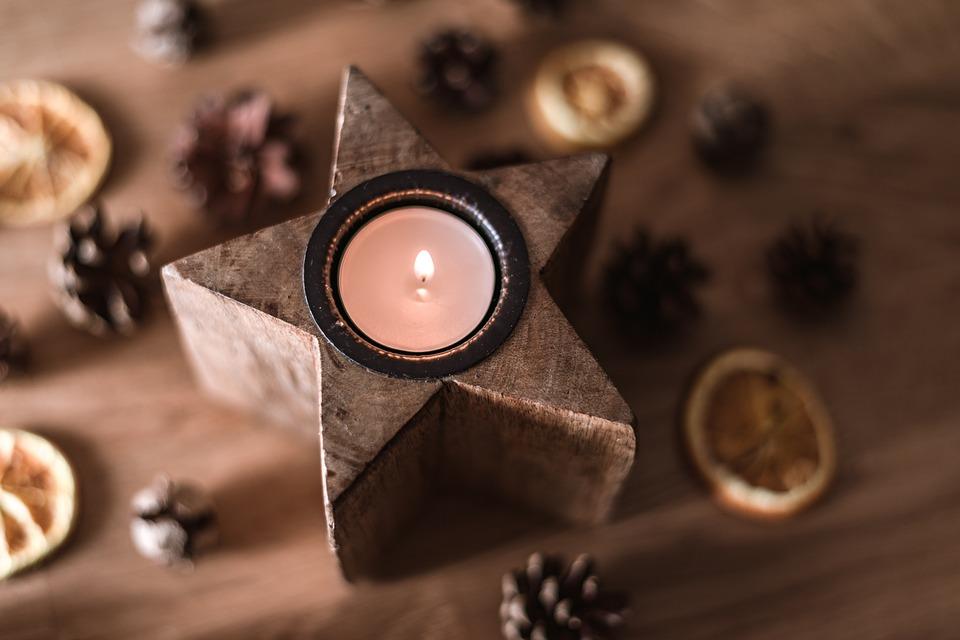 Свічка - один із символів Різдва