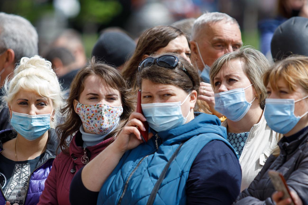 """Ось чому треба носити маску, навіть якщо ви вакциновані """"Модерною"""""""