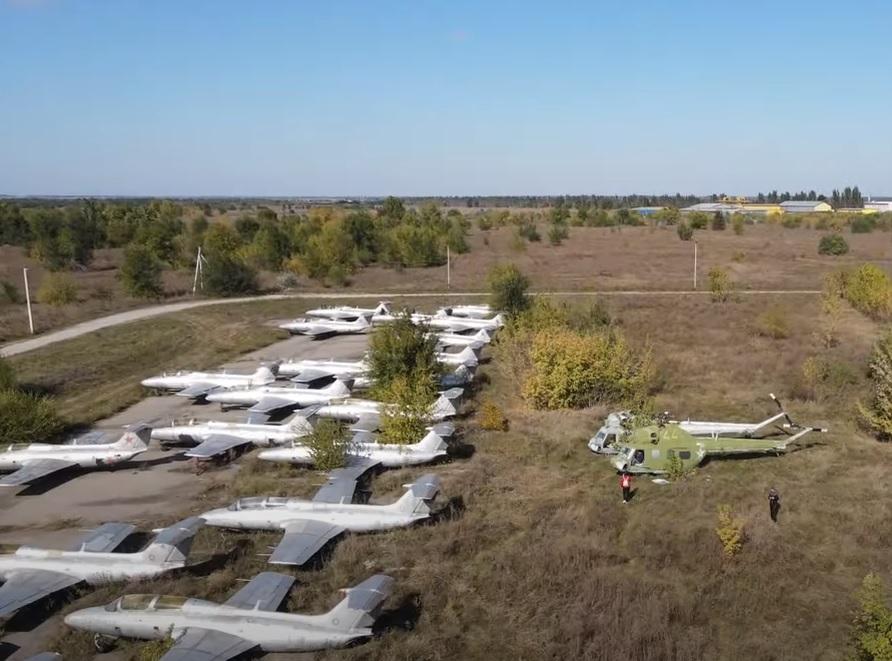 У мережі показали кладовище літаків і вертольотів під Запоріжжям