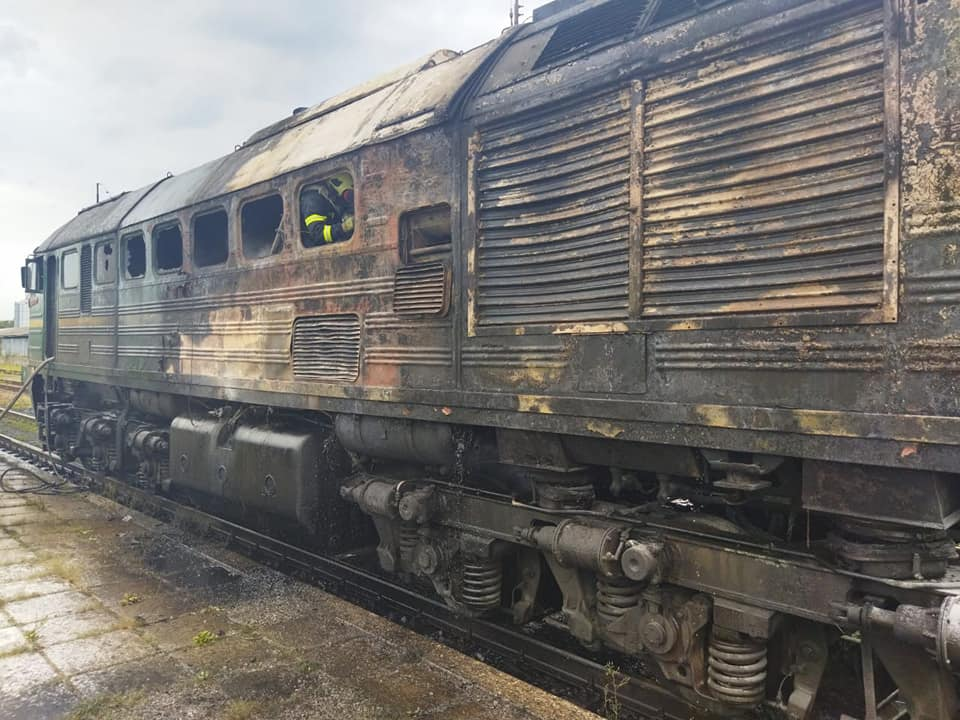 Під Рівним прямо на ходу загорівся поїзд: перші кадри з місця НП