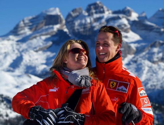 """Жена Шумахера со слезами на глазах рассказала о состоянии легенды Формулы-1: """"все скучают по Михаэлю"""""""