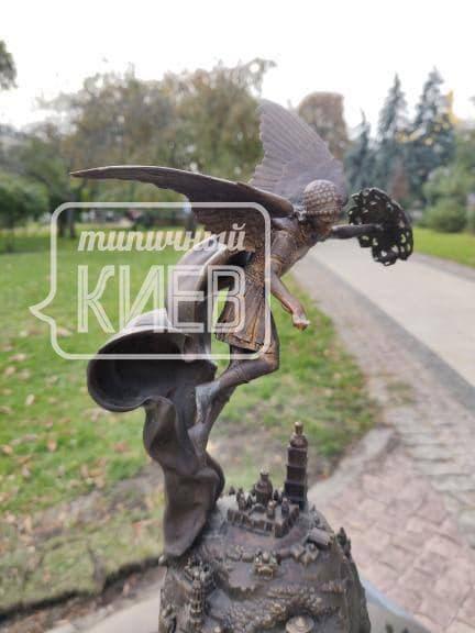 В Киеве вандалы поиздевались над скульптурой Архистратига Михаила (фото)