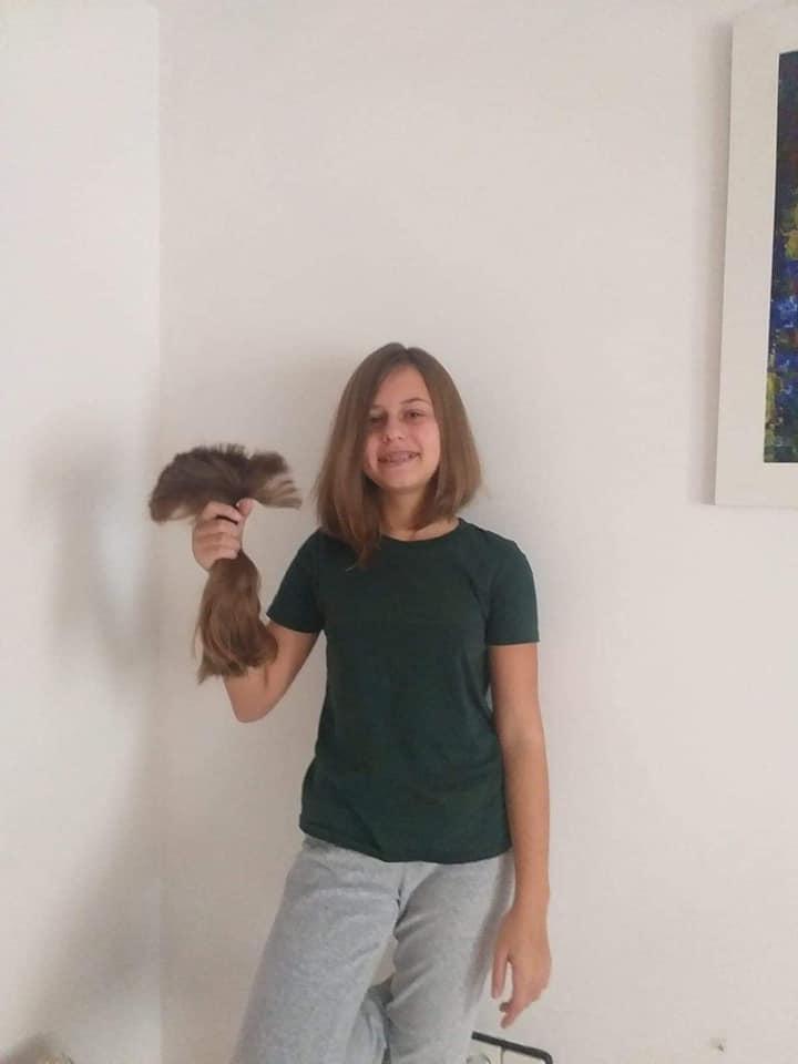 Школьница из Испании пожертвовала своими волосами ради спасения 6-летней львовянки