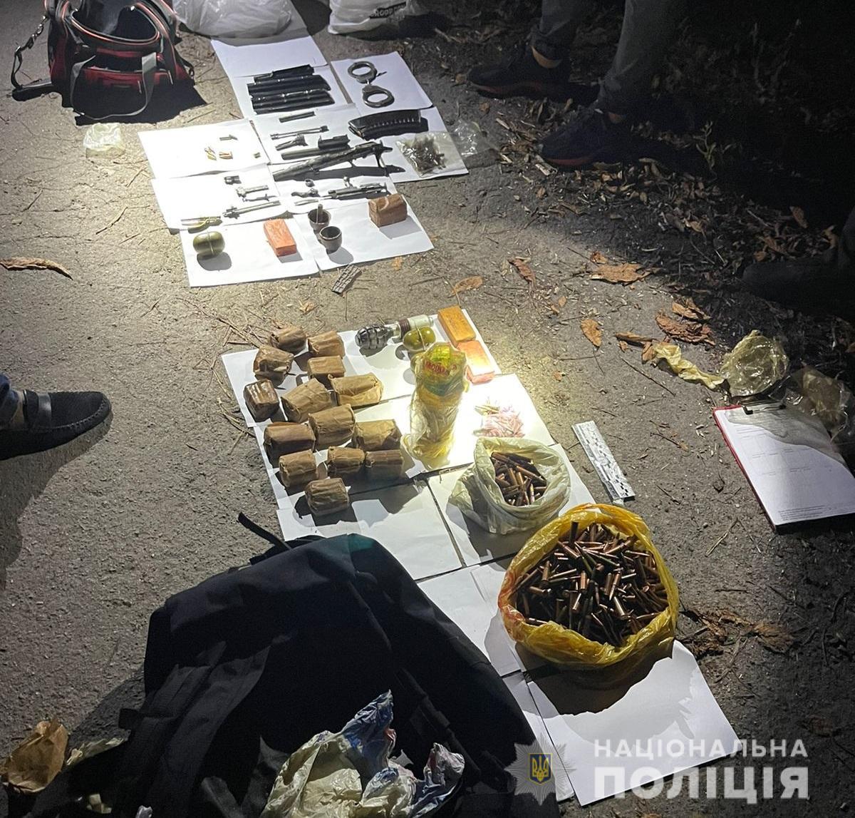Гранати та набої: в Броварах виявили схрон боєприпасів