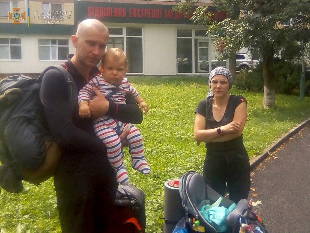 Туристи з Києва з немовлям на руках вирушили в похід в Карпати і заблукали (фото)