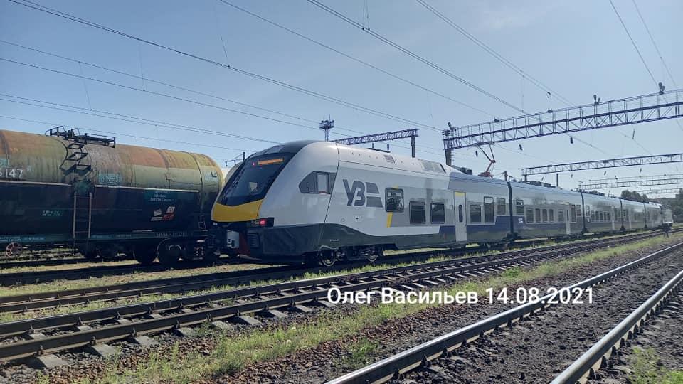 До України прибув новий електропоїзд Stadler для випробувань: характеристики і перші фото