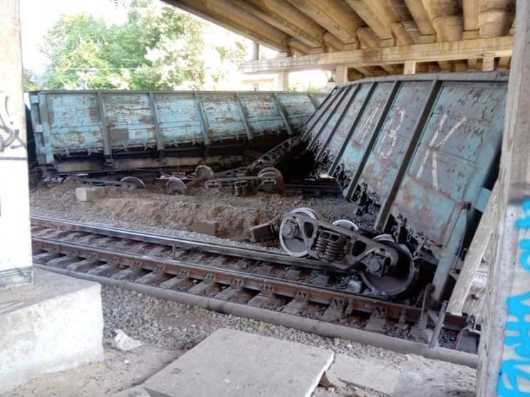 У Запоріжжі перекинувся вантажний потяг: з'явилося відео і фото з місця НП